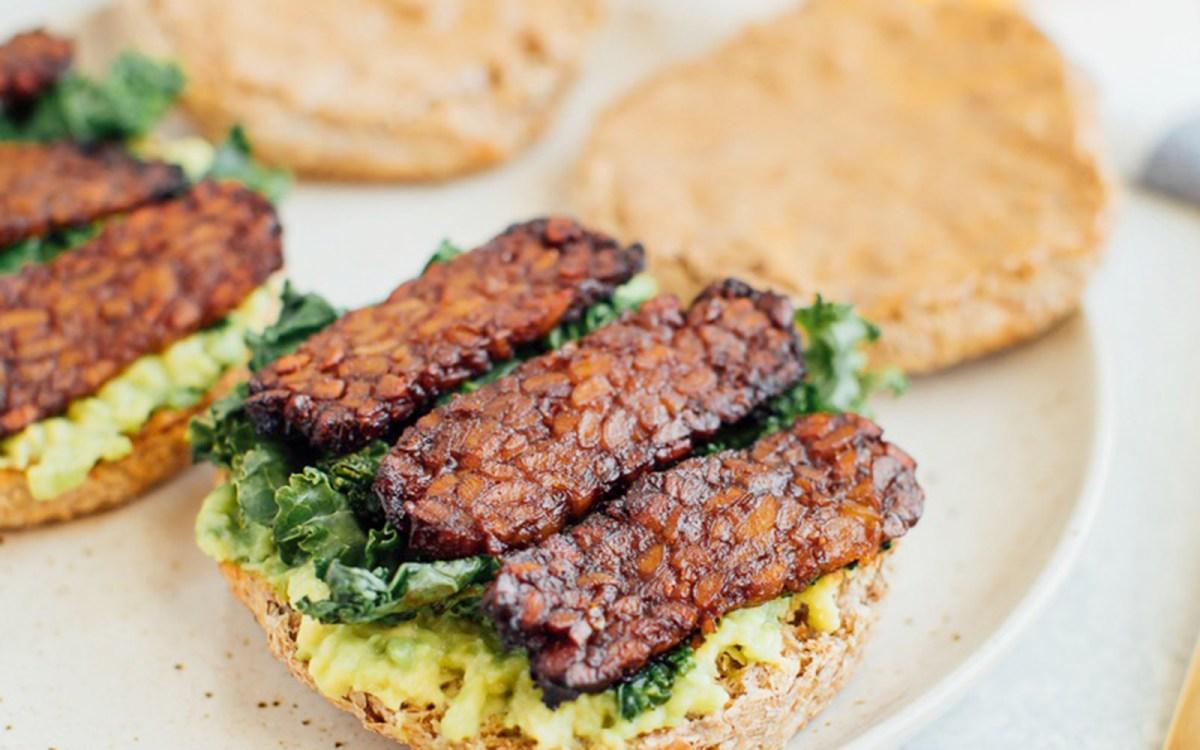 Vegan Breakfast Sandwich With Tempeh Bacon