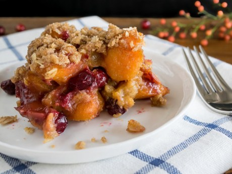 Baked Sweet Potatoes and Cranberries With Cinnamon Oat Crumble