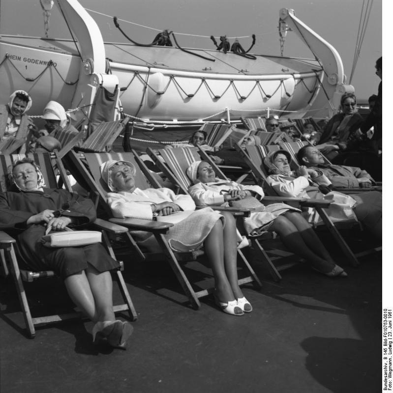 strandstoelen op cruiseschip