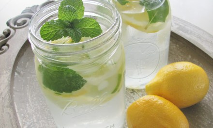 Detox water met citroen en munt