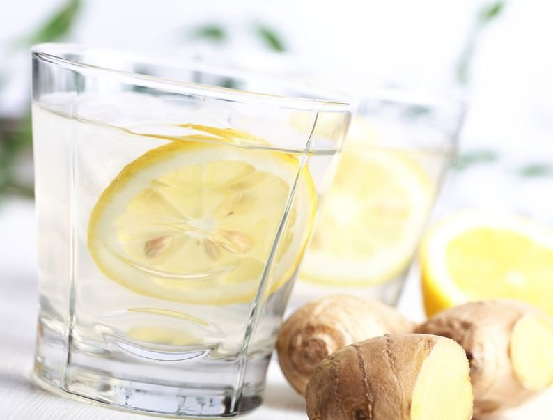 Detox drankje met gember en citroen