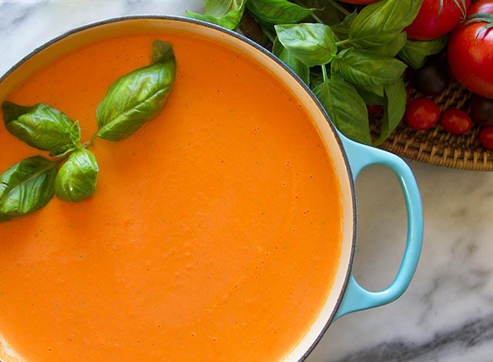 Detox tomatensoep met basilicum