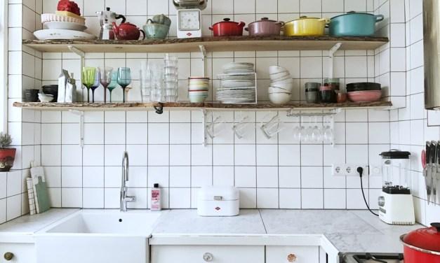 Keukeninspiratie: de witte tegelmuur opnieuw ontdekt