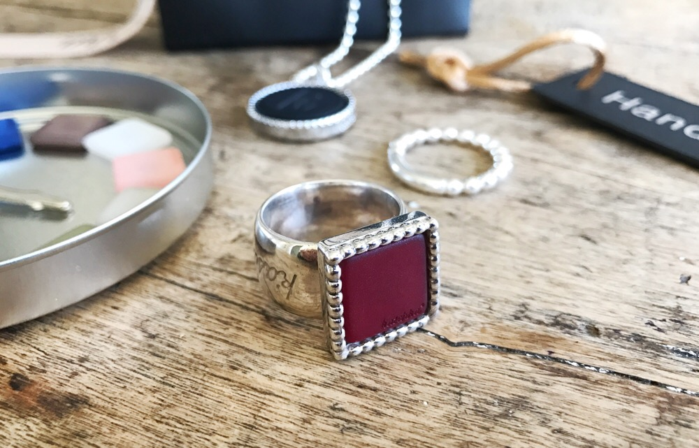 ring met verwisselbare steen