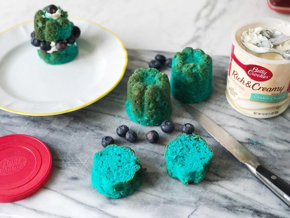 blue velvet cupcakes decoreren