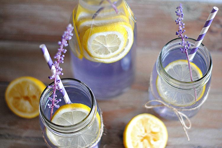 Zelf lavendel limonade maken (gezonde versie)