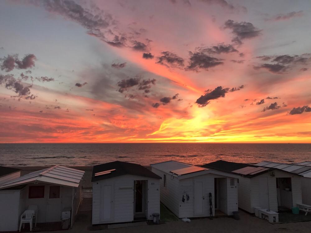 Zonsondergang strandhuisjes