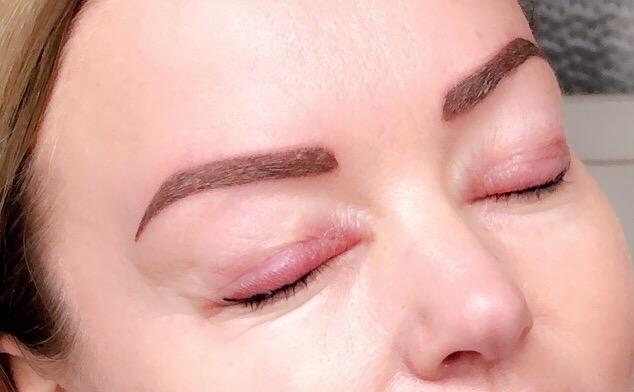 hoe werkt permanente make-up zetten
