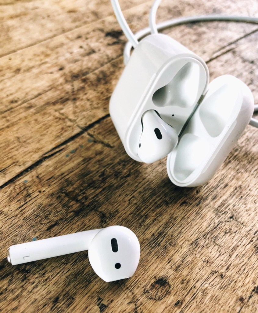 Apple AirPods - 5 reasons why