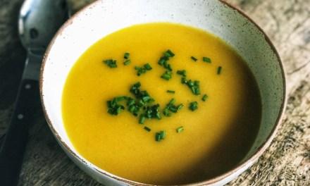 Recept: simpele lunchsoep met bloemkool en courgette