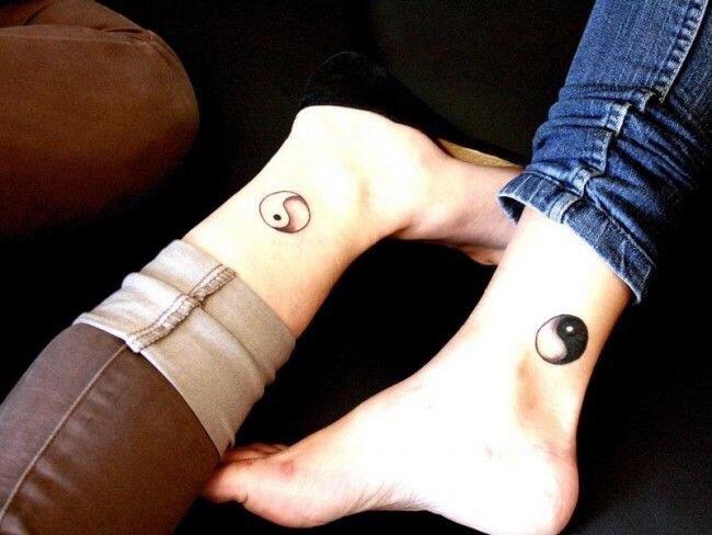yin yang voet tattoo