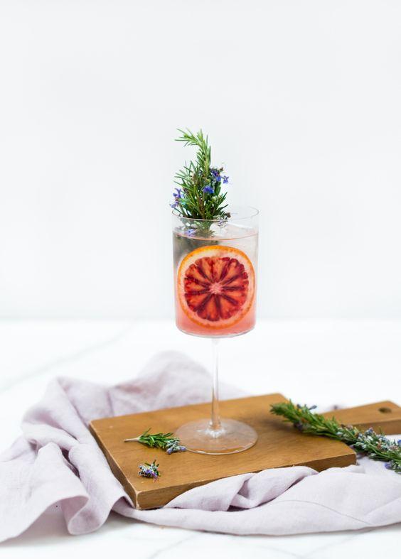 gin tonic recept met rozemarijn en bloedsinaasappel