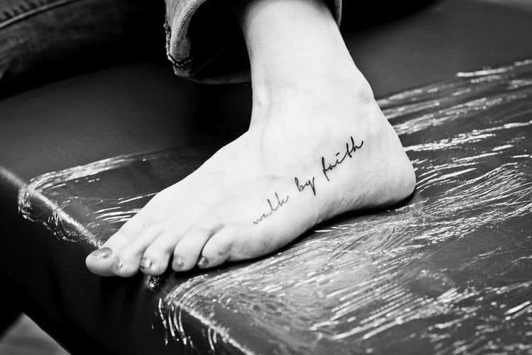 voet tatoeage tekst