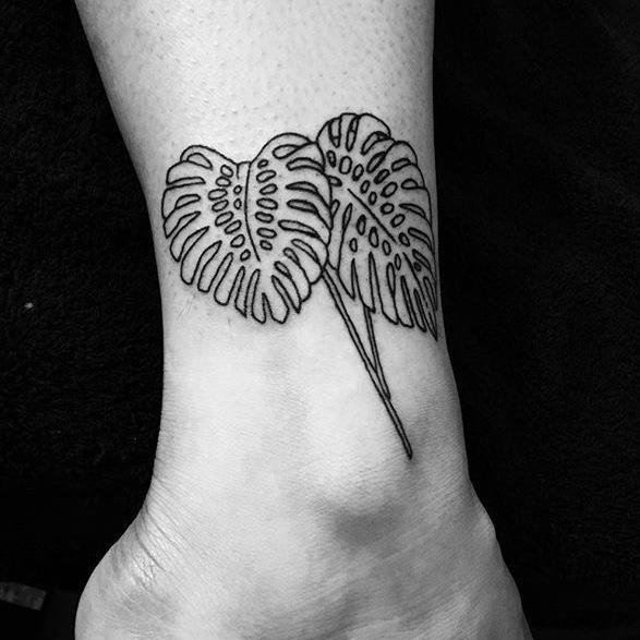 Monstera tatoeage enkel