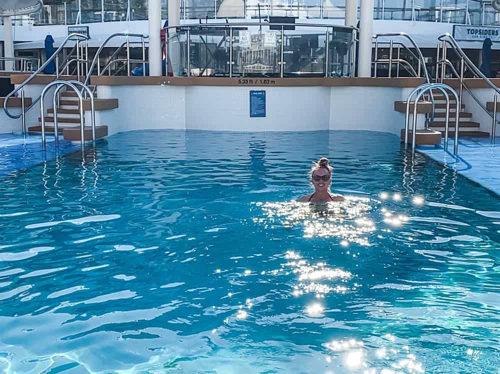 NCL cruise poolside