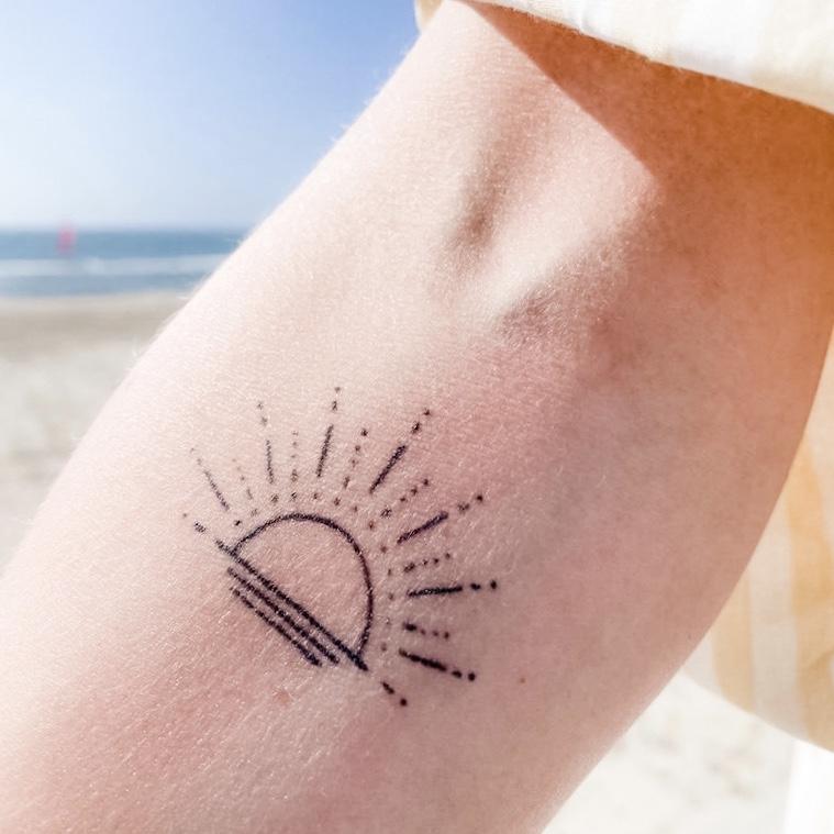 tatoeage met zonnestralen