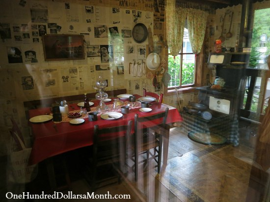 Dolly Parton S Childhood Home One Hundred Dollars A Month