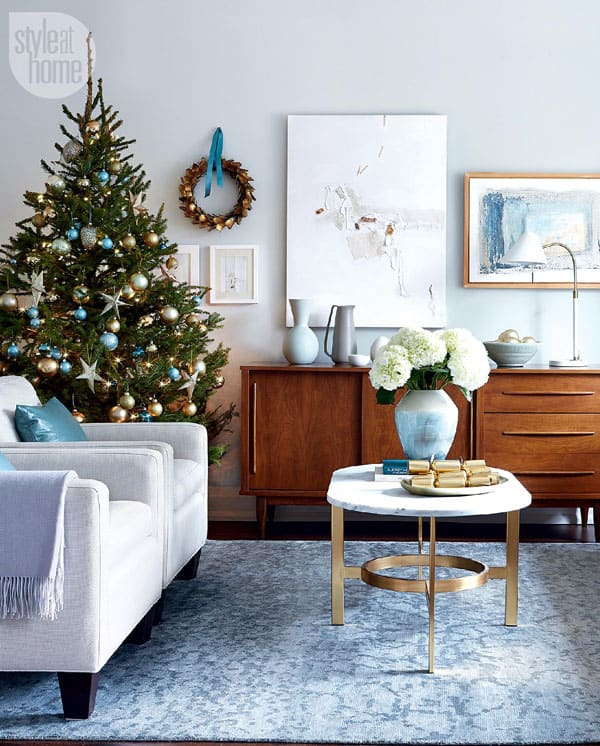 Modern Christmas Decorated Living Rooms-42-1 Kindesign