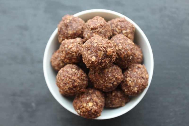 Chocolate Oatmeal Balls With Pistachio