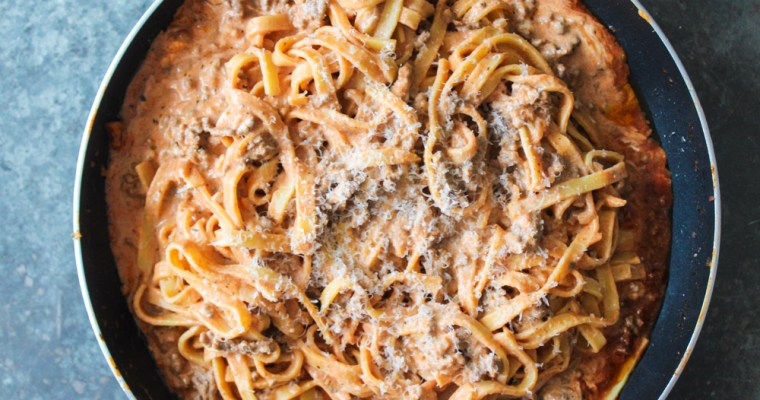 Cremet Kødsauce Og Pasta