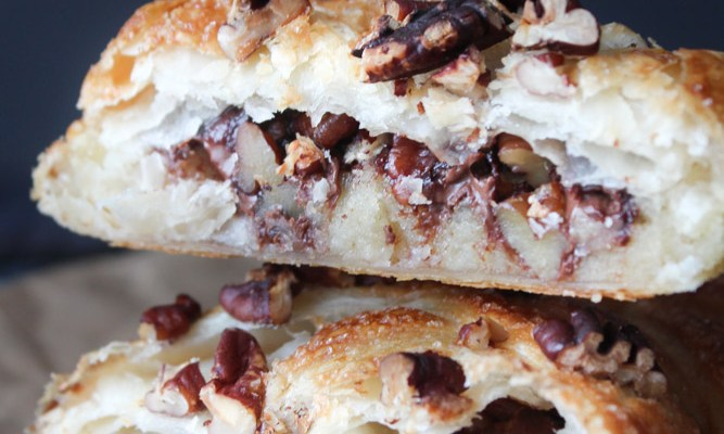 Butterdejskage Med Nutella, Marcipan Og Nødder