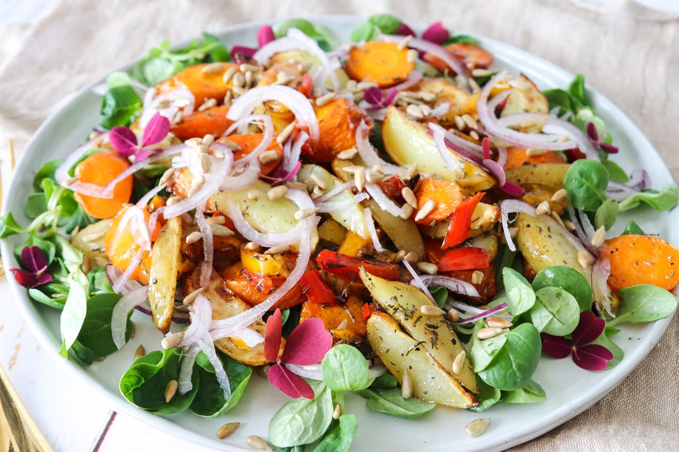 Salat Med Bagte Gulerødder, Kartofler Og Ristede Solsikkekerner