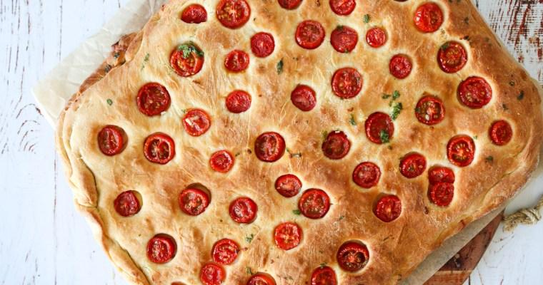 Stort Madbrød Fyldt Med Fetacreme Og Mozzarella