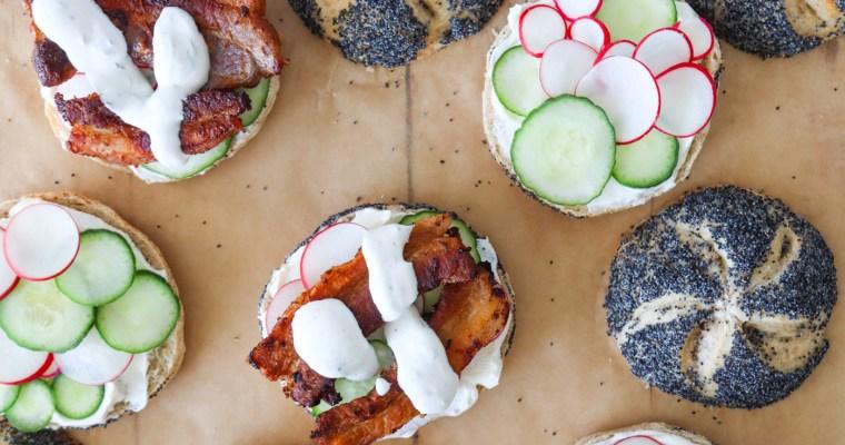 Stegt Flæsk Sandwiches Med Dilddressing Og Flødeost