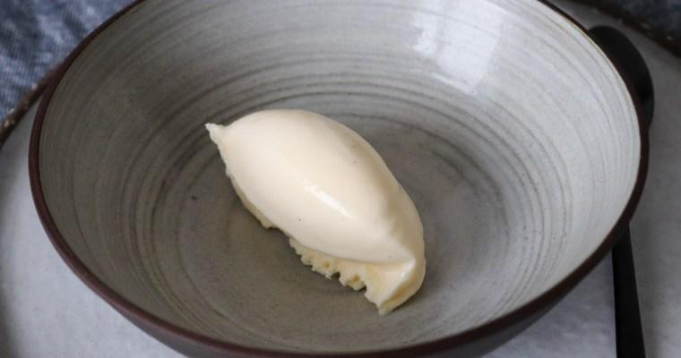 Simpel Hjemmelavet Vaniljeis – Cremet Og Lækker Vaniljeis