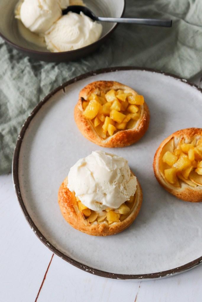 Sprød Æbletærte Med Æbler, Butterdej Og Vaniljeis - MasterChef Ret