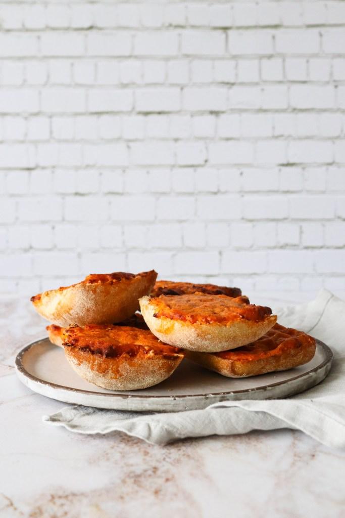 Ostebrød - Ostebrød Med 3 Slags Ost Og Soltørrede Tomater
