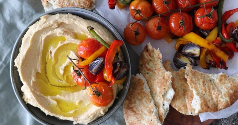 Hummus Med Bagte Grøntsager og Brød – Hjemmelavet Hummus