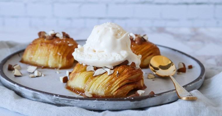 Hasselback Æbler Med Vaniljeis – Bagte Æbler Med Farin Og Smør