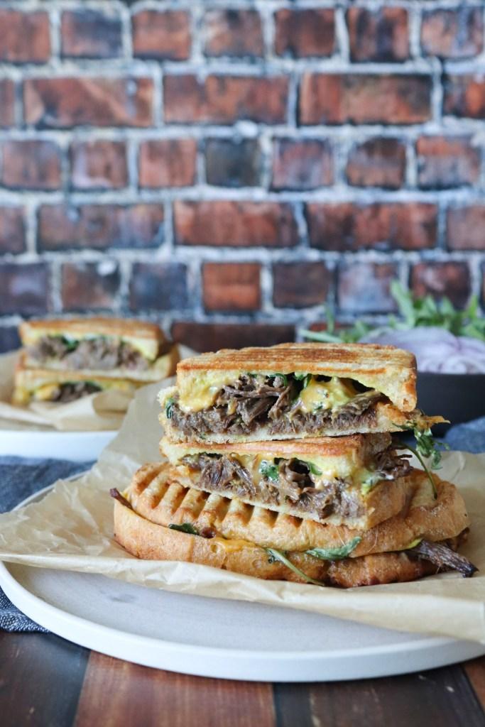 Verdens Bedste Toast Med Pulled Beef Og Sennepsdressing