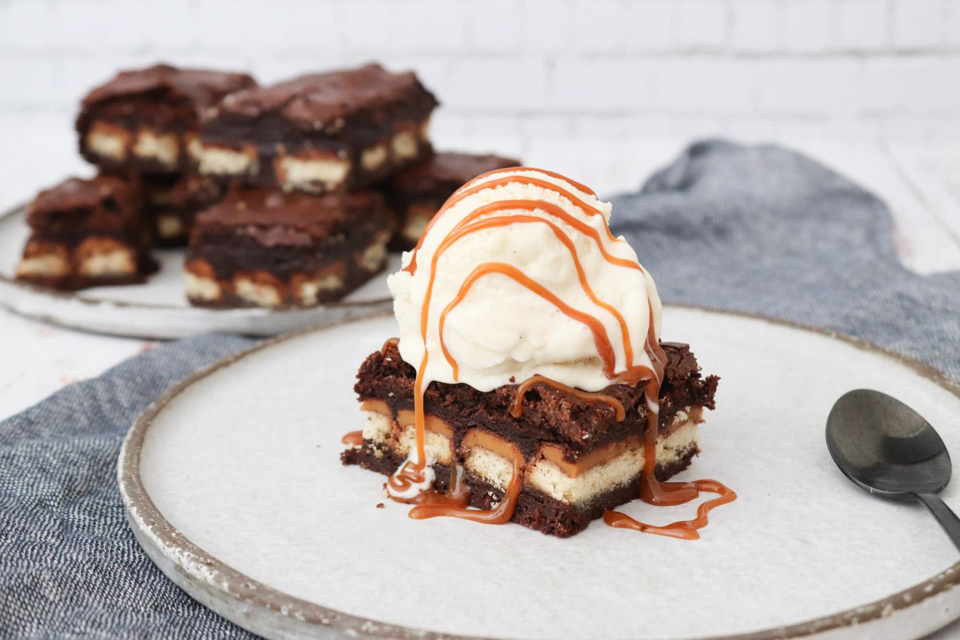 Fudgy Brownie Med Twix – Opskrift På Den Bedste Brownie