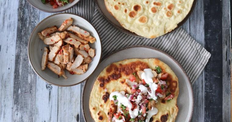 Spicy Marinerede Svinekoteletter Med Naan Og Tomatsalsa