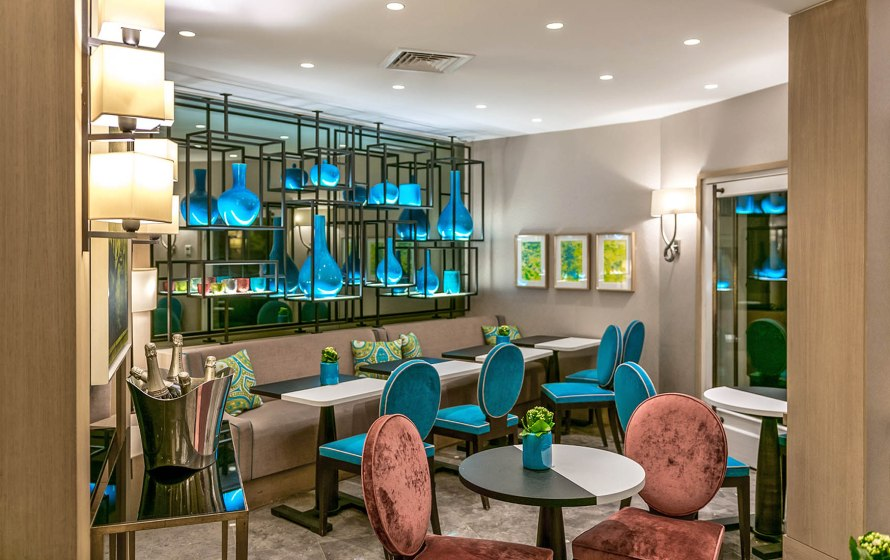 dining area with blue vases and blue chairs at Hotel Balmoral