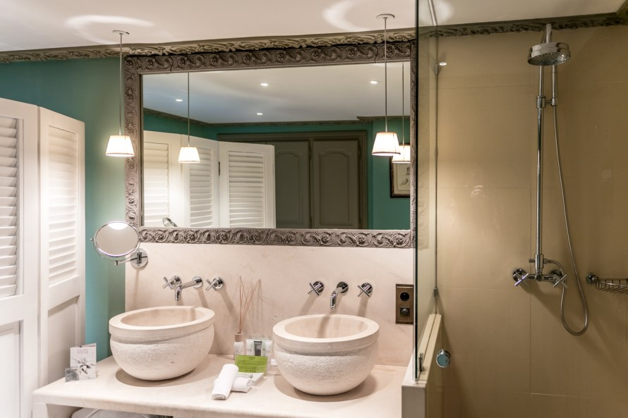 sinks and showers in the bathroom at Villa Marie Saint Tropez
