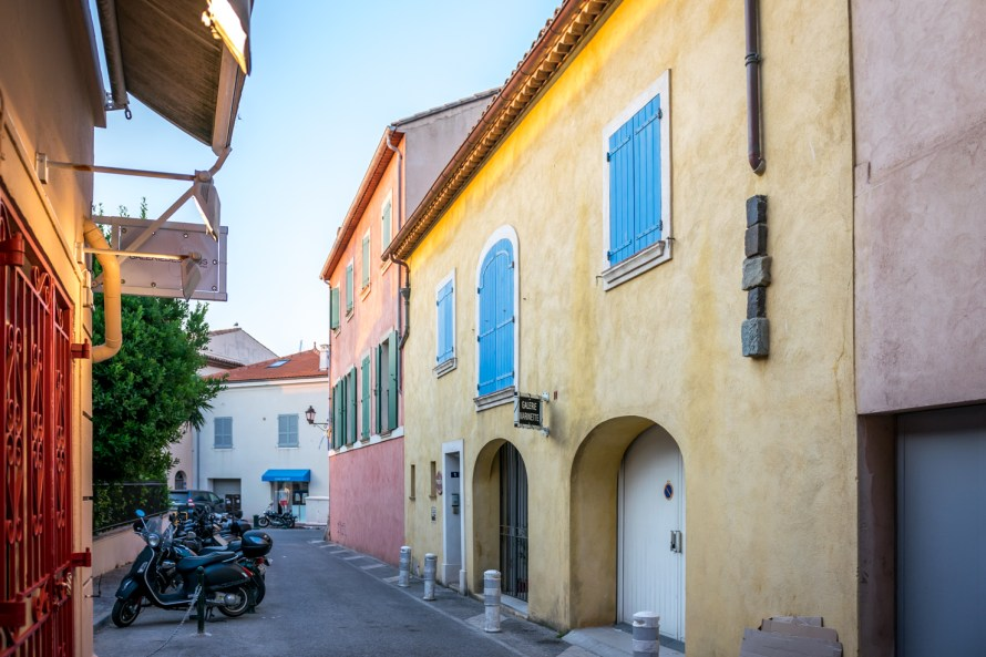 buildings on the streets of Saint Tropez