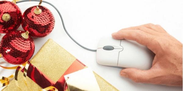 mouse e decorazioni natalizie
