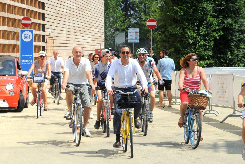 pedalare nello smog a milano