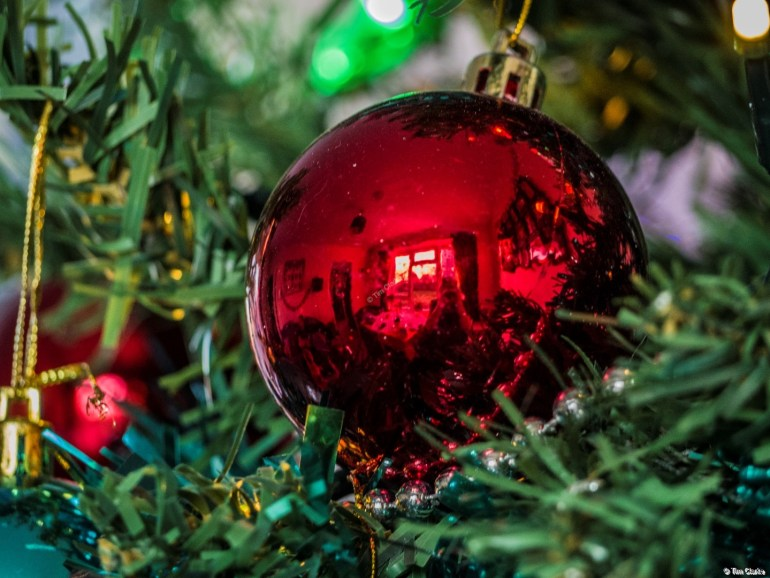 Christmas Bauble: Reflections in the tree.