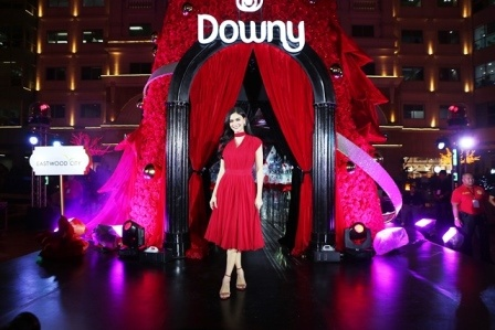 Pia Wurtzbach Shares her Priceless Gift as She #Spreads100Hugs with Downy