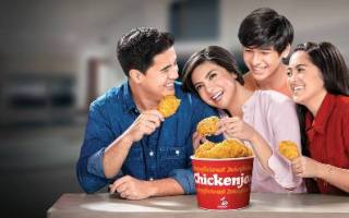 Jollibee ChickenJoy with the Muhlachs
