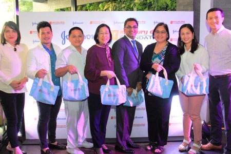Johnsons and MDFI donates 1500 kits to Fabella