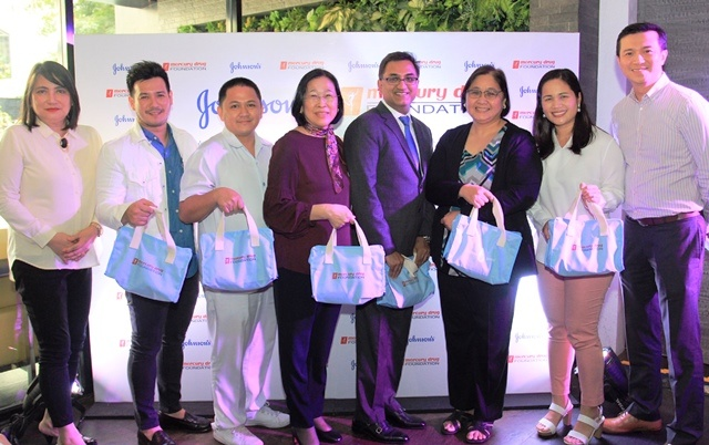 Johnsons and MDFI donates 1500 kits to Fabella