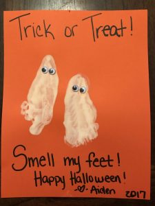 check out this quick and easy infant halloween craft. This super adorable ghost footprint craft will bring a smile on your face for years to come