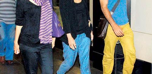 Karishma Kapoor Spotted with Kareena Kapoor & Ranbir Kapoor at the Airport