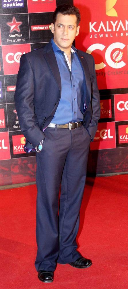 Katrina Kaif, Salman Khan, Kangana Ranaut & Bipasha Basu at the Celebrity Cricket League CCL