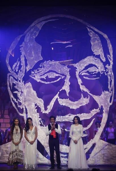 Shah Rukh Khan, Sridevi, Ponam Dhillon, Katrina Kaif, Deepika Padukone, Karishma Kapoor & Anushka Sharma at the Zee Cine Awards 2013